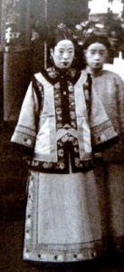 photo of a Chinese woman in Chinese dress