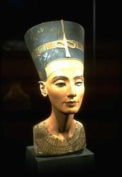 Akhenaten's wife Nefertiti, head of a woman with brown skin and a fancy hat