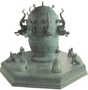 Chinese seismograph in bronze