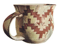 Sesklo cup in cream with a pattern of red squares