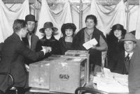 Women voting in their first United States election (1920)