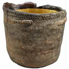 Jomon pottery with rope impressions(5000 BC, now in the British Museum)