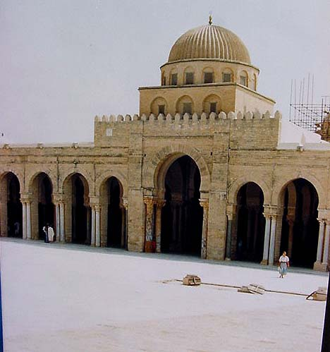 Kairouan mosque (ca. 800 AD): another Islamic mosque
