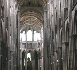 Nave of Rouen cathedral (1200s AD)