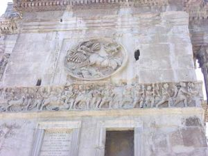 Arch of Constantine: Constantine enters Rome in his chariot