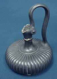 Etruscan bucchero pot