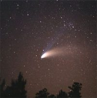 A comet shining in the night sky