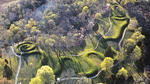 Adena Great Serpent Mound, Ohio (700 BC-200 AD<)