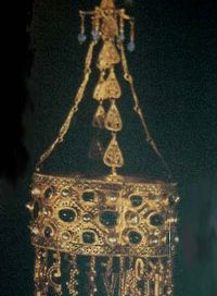 Crown of Recceswinth, in a Central Asian art style