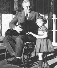Franklin Roosevelt in a wheelchair with a little girl