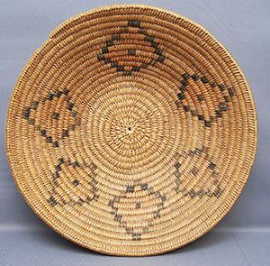 Ute basket with quadrilaterals in a pattern